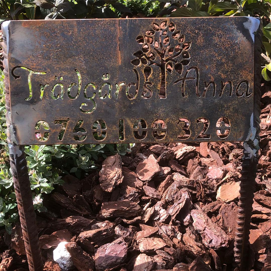 Trädgårdstjänster och cortenplåt